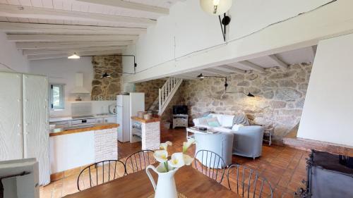 Casa de 2 dormitorios El Vergel de Chilla tiene 3 alojamientos Abejas 1 Abejas 2 y Libélula 45