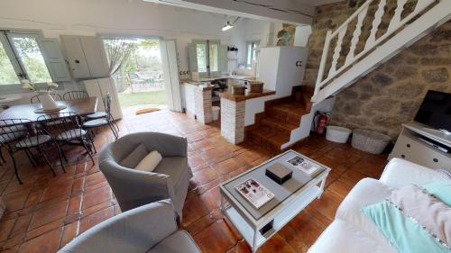 Casa de 2 dormitorios El Vergel de Chilla tiene 3 alojamientos Abejas 1 Abejas 2 y Libélula 51