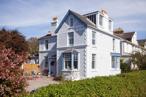 Kinbrae House Holiday Apartments, Falmouth, Cornwall