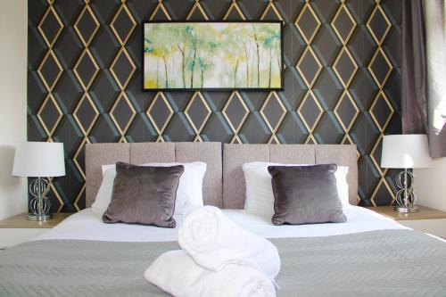 Beautiful 3 Bed House Sleeps 6 Free Parking!