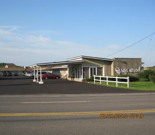 . Driftwood Motel