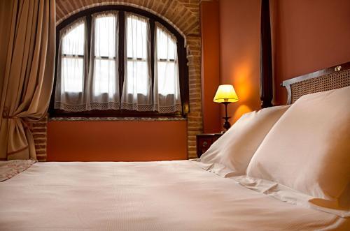 Deluxe Room Alcázar de la Reina 5