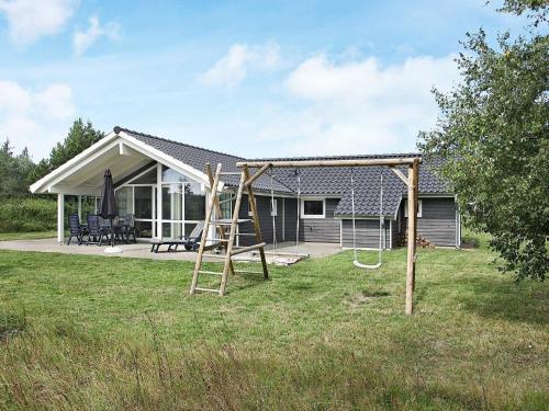 Three-Bedroom Holiday home in Ålbæk 12, Pension in Ålbæk