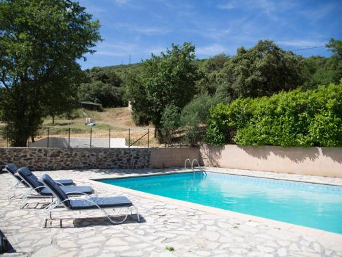 Charming Holiday Home in Rieussec with Swimming Pool - Location saisonnière - Rieussec