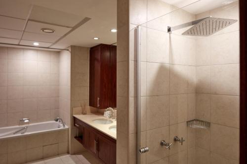 Fantastay Exotic 3 Bdr Duplex Villa with Fountain Views in Downtown Dubai - image 12