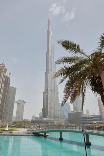 Fantastay Exotic 3 Bdr Duplex Villa with Fountain Views in Downtown Dubai - image 1