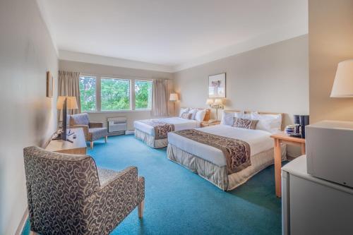 . The Cedars Inn Hotel & Convention Centre