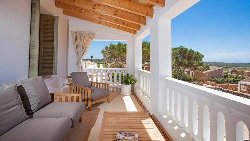 Habitación Doble Deluxe con balcón y vistas al mar Torralbenc, a Small Luxury Hotel of the World 2
