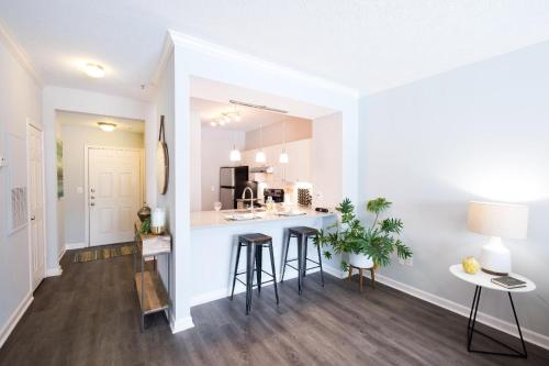 North Hollywood Luxury 30 Day Rentals Main image 2