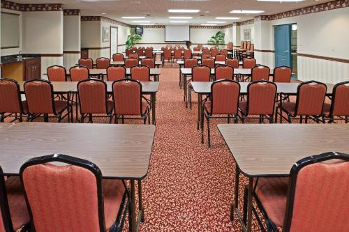 Country Inn & Suites By Radisson Elkhart North In - Elkhart, IN 46514