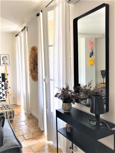 L Îlot Secret - Appartement Nîmes centre Terrasse et climatisation - Location saisonnière - Nîmes