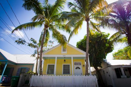 Wicker Guesthouse - Key West, FL 33040