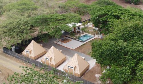 . Pyramid Lodge Tamarindo