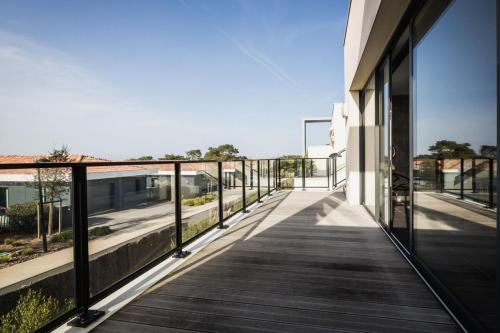 . YOUCCA ROOFTOP modern apartment with terrasse and sea views in Anglet