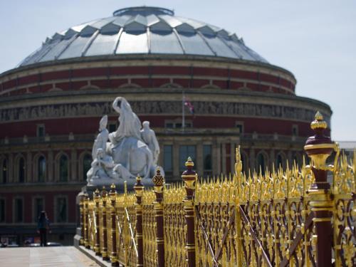Palace Gate   Kensington, London, W8 5NJ, England.