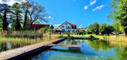 . Waterfront 21 Landhaus Hotel See