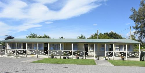 . Featherston Motels And Camping