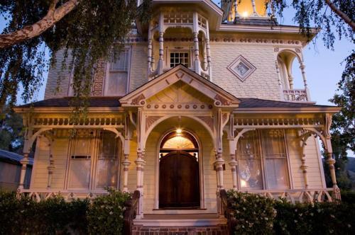 . Victorian Mansion At Los Alamos