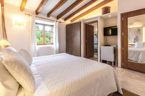 Standard Double Room - single occupancy Cases de Son Barbassa Hotel & Restaurant 5