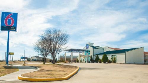 . Motel 6-Corsicana, TX