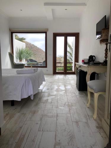 Doppelzimmer mit Terrasse La Almendra y El Gitano 2