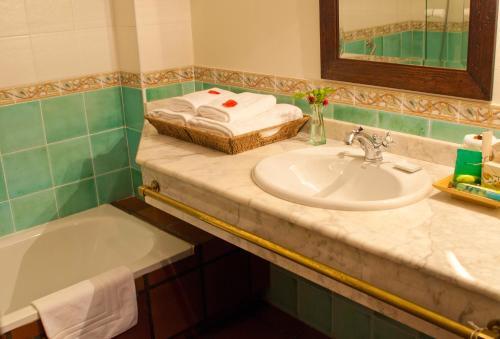 Double or Twin Room Casona de San Pantaleón de Aras 29