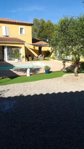 . Apartment with one bedroom in Vidauban with wonderful mountain view private pool enclosed garden 34 km from the beach