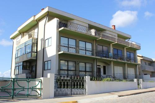 . Apartment with 2 bedrooms in Arvore with wonderful sea view balcony and WiFi 300 m from the beach