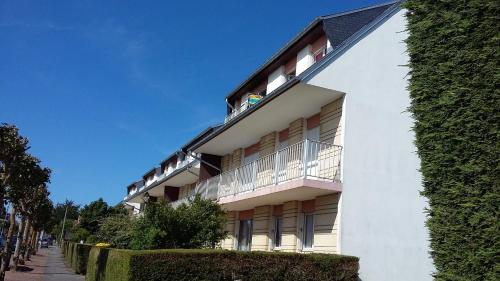 . Apartment with 2 bedrooms in Ouistreham with wonderful city view furnished balcony and WiFi 500 m from the beach