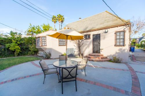 BRAND NEW! The Perfect Backhouse In Center Of LA Main image 2