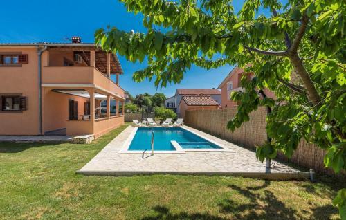 Apartment Emanuela with Private Pool near Pula - Loborika