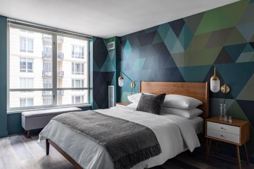 Luxe Mag Mile 2BR with City View by Zencity