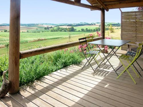 . Chalet with 2 bedrooms in Pauilhac with wonderful mountain view shared pool and furnished garden