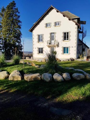Maison de 7 chambres a Montsalvy avec jardin clos et WiFi a 55 km des pistes - Hotel - Montsalvy