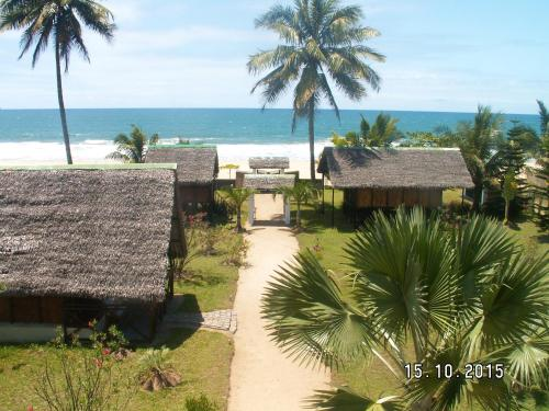 . House with 4 bedrooms in Toamasina with wonderful sea view and enclosed garden 50 m from the beach
