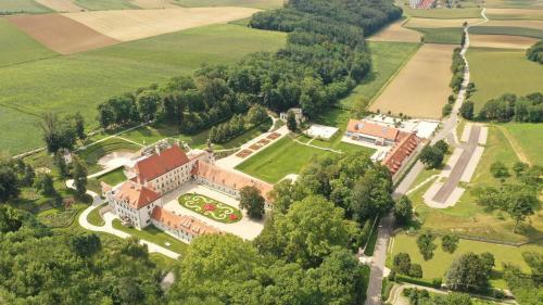. Schloss Thalheim