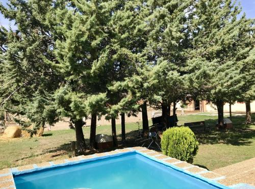 Chalet with 4 bedrooms in Camarena de la Sierra, with wonderful mountain view, private pool and furnished terrace - 6 km from the slopes - Camarena de la Sierra