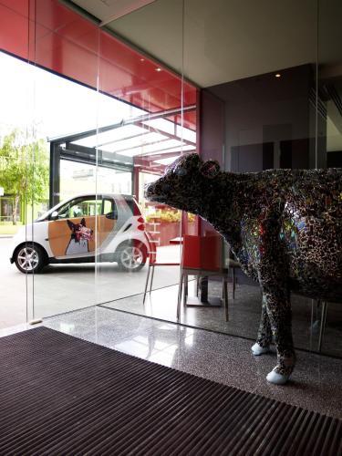 164 Commercial Rd, Melbourne 3181, Australia.