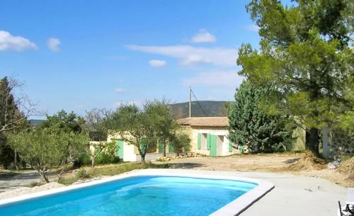 House with 4 bedrooms in La Verdiere with wonderful mountain view private pool furnished terrace 94 km from the beach - Location saisonnière - La Verdière