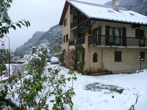 . Apartment with one bedroom in SaintCrepin with wonderful mountain view enclosed garden and WiFi