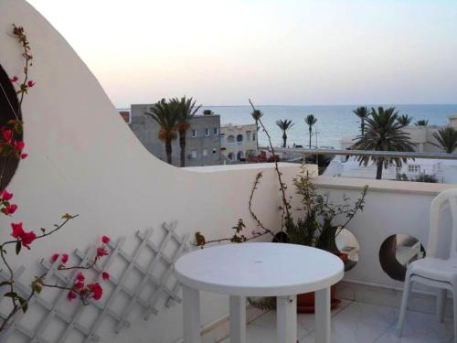 . Apartment with 4 bedrooms in Mahdia, with wonderful sea view, furnished terrace and WiFi - 100 m from the beach