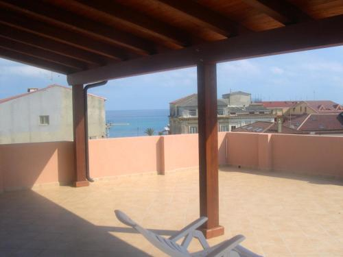 . Apartment with 2 bedrooms in Roccella Ionica with terrace and WiFi