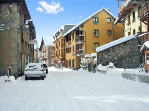 Studio a Aiguilles avec magnifique vue sur la montagne a 5 km des pistes - Apartment - Aiguilles