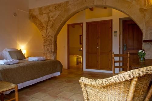 Double or Twin Room with Terrace Alcaufar Vell Hotel Rural & Restaurant 18