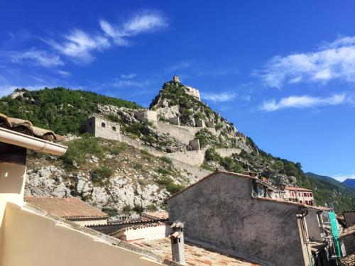 . Apartment with 2 bedrooms in Entrevaux with wonderful mountain view and terrace