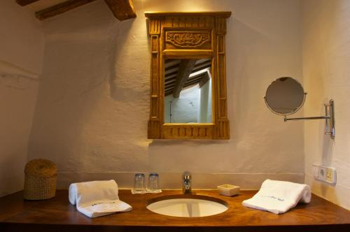 Double or Twin Room Alcaufar Vell Hotel Rural & Restaurant 10