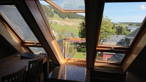 Ferienwohnung Dachspitze mit Tiefgaragenstellplatz und Skiraum - Apartment - Oberwiesenthal