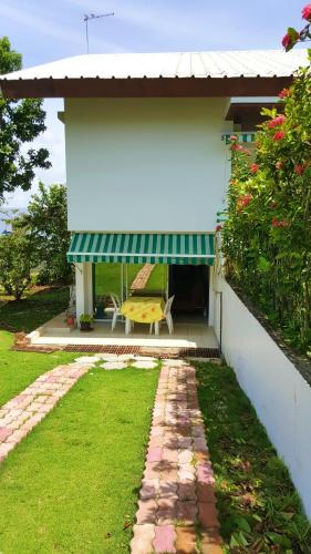 . Apartment with one bedroom in Baie Mahault with enclosed garden and WiFi 15 km from the beach