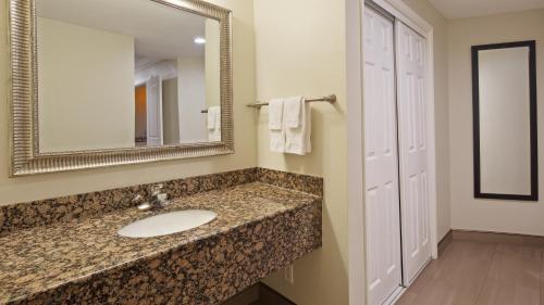 Best Western Woodland Hills Inn - Woodland Hills, CA CA 91364