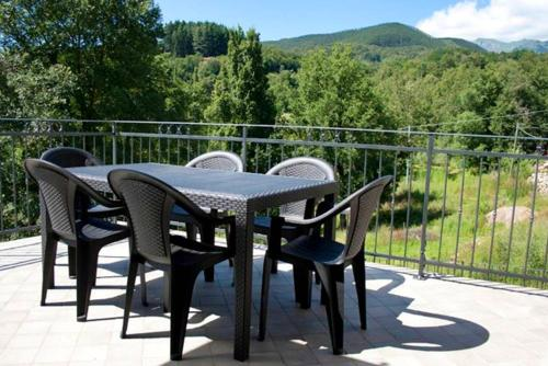 . Apartment with one bedroom in Orturano with wonderful mountain view enclosed garden and WiFi 25 km from the slopes